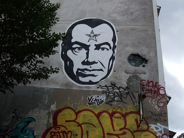 Obey Giant Street Art Belleville Paris